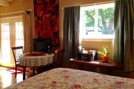 Lovely studio, safe quiet, close to NOLA