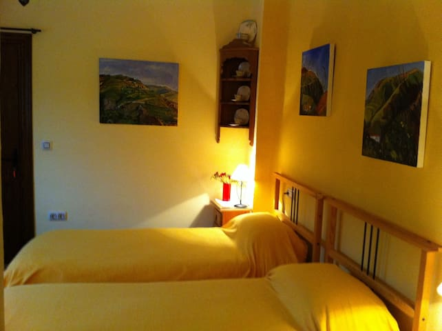 The sunshine room+view of mountains - Órgiva - Bed & Breakfast