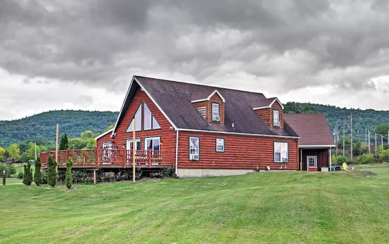 Lakefront 4BR Ticonderoga 'Log Chalet' on 8 Acres - Ticonderoga - Casa