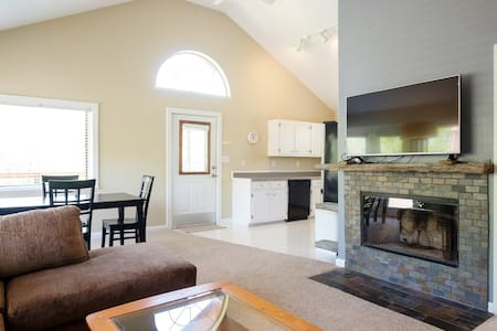 Spacious and Sunny Creekside Retreat! - Nashville - Dům