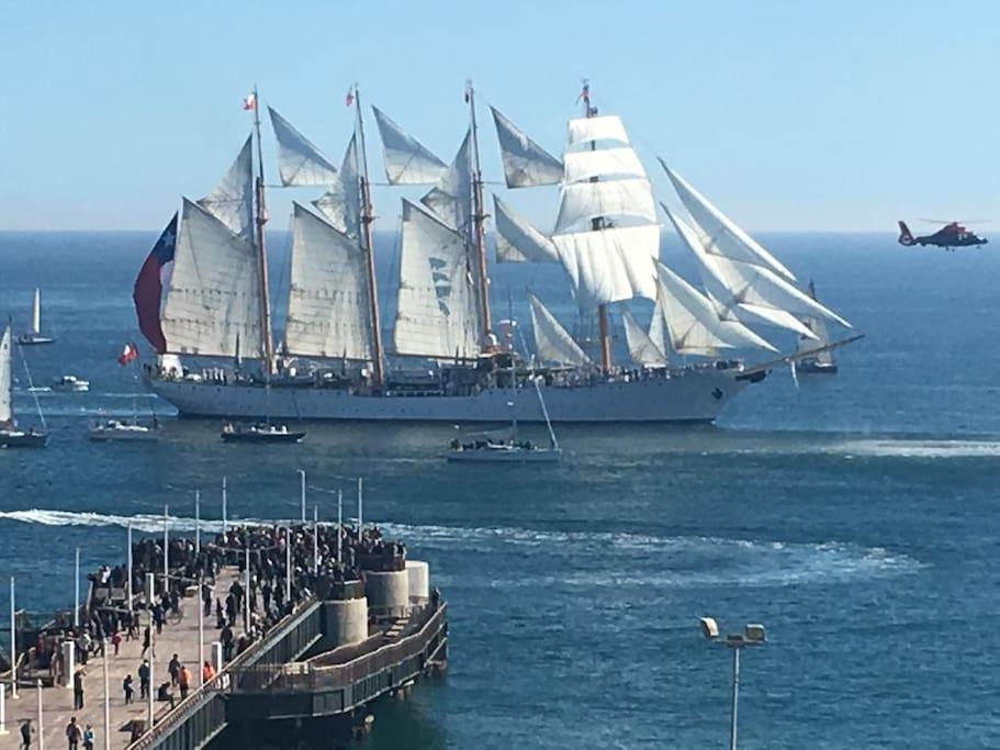 """Buque Escuela """"Esmeralda"""" de la Armada de Chile (Vista desde terraza departamento el 21 de mayo de 2018)"""