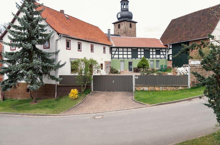 Bauernhaus für 11 Personen, direkt am Saale-Radweg - Uhlstädt-Kirchhasel - House