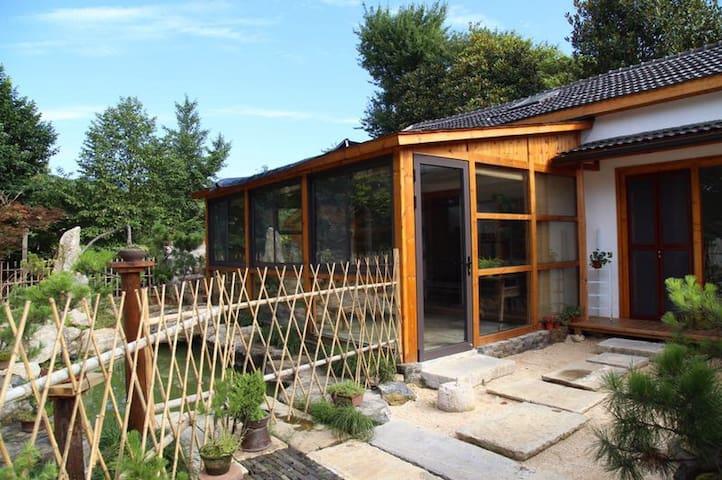 宜兴竹海景区民宿,田园山居,栽花捏陶,烧烤野餐。阁楼里的慢生活,这里是离天空最近的地方。