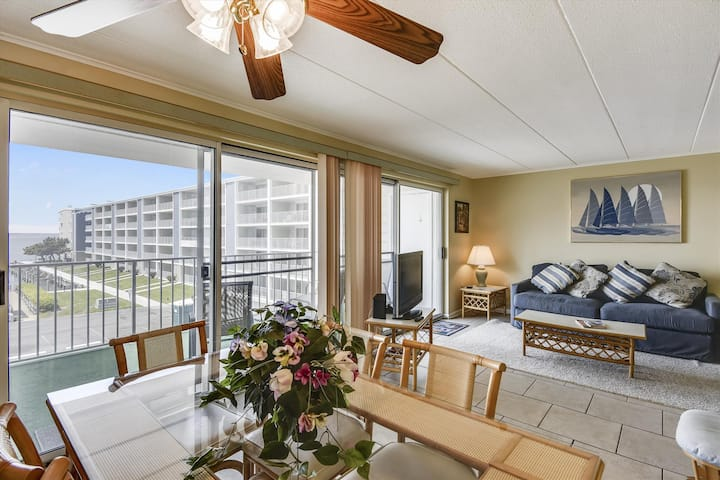Beach condo on the Bay! Next to Convention Ctr (C)