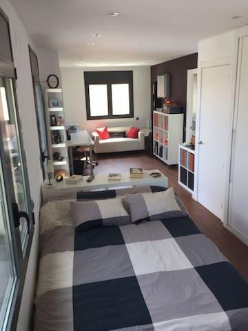 Suite doble con baño privado+ habitación 2 camas.