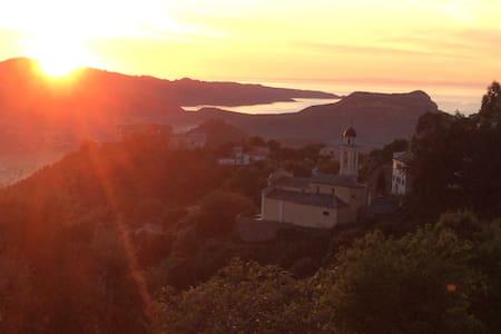 Logement de charme, très belle vue mer et montagne - Poggio d'Oletta - Haus