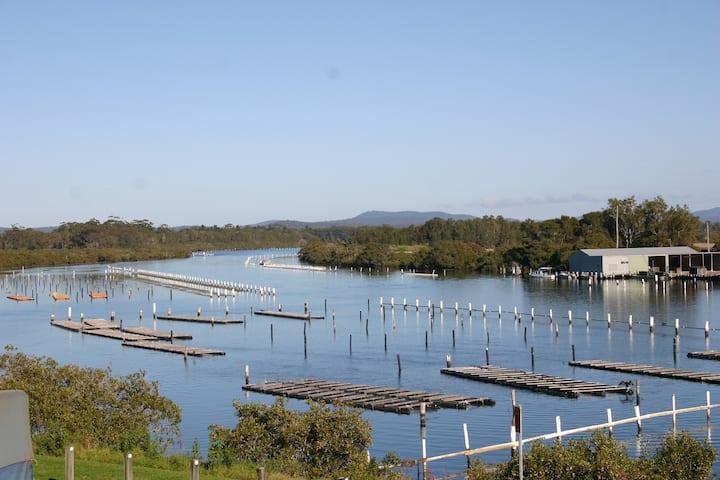 Regatta Retreat.  Forster by the lake.