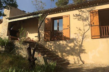 Maison dans la pinède près d'Aix-en-Provence - Vauvenargues