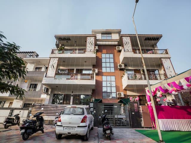 OYO Elite 1BR Home in Sector 48, Gurugram (Sale Alert ⚠)