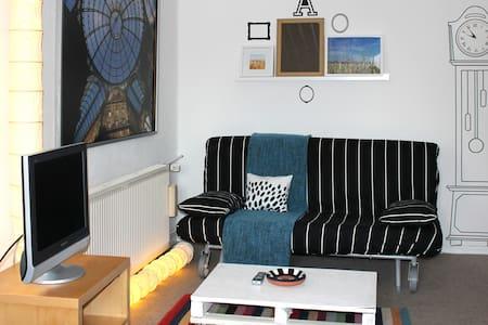 Gemütl. ruhiges Zimmer m. eigenem Bad, Option 2.Zi - Eichwalde - Haus