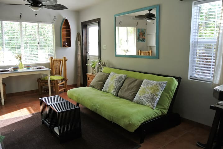 Beach Chic 1 Bed/1 Bath Private Suite - George Town - Leilighet