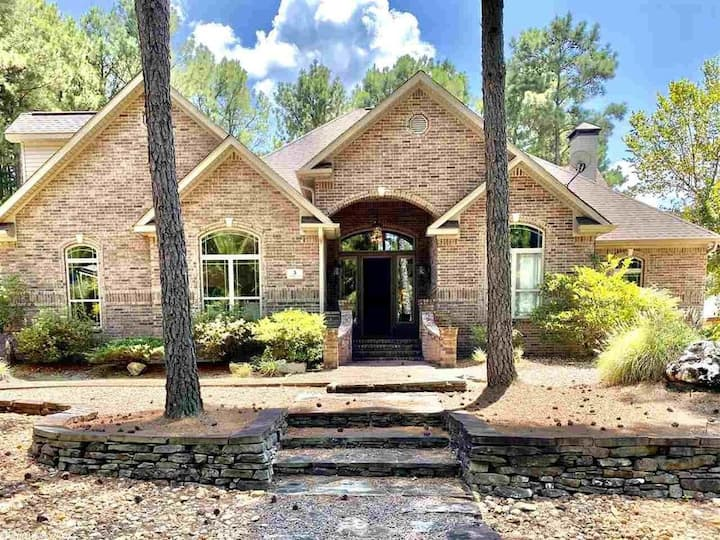Beautiful 4 BR 3 Bath Home on Isabella Golf Course