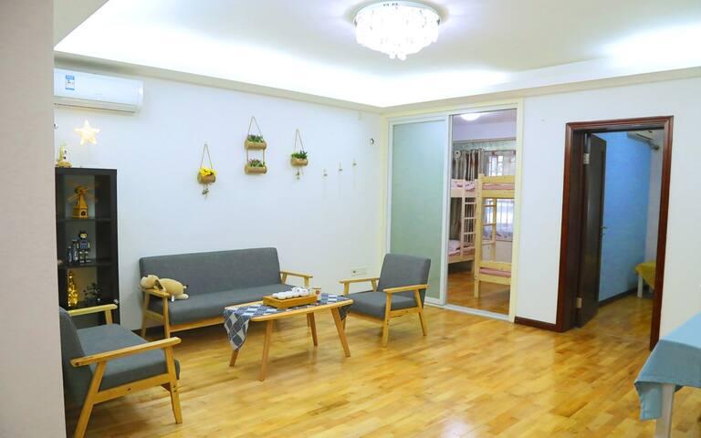 深圳好享家青年旅舍(梦幻女生4人间)世界之窗店