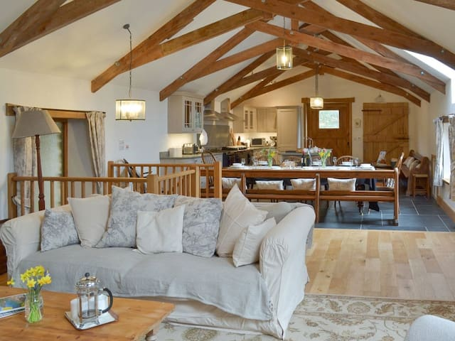 The Mill House - Large renovated barn nr Hope Cove