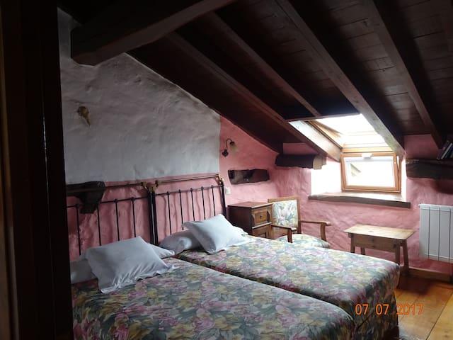 Hab 5 La Casona de Villanueva 2 camas individuales