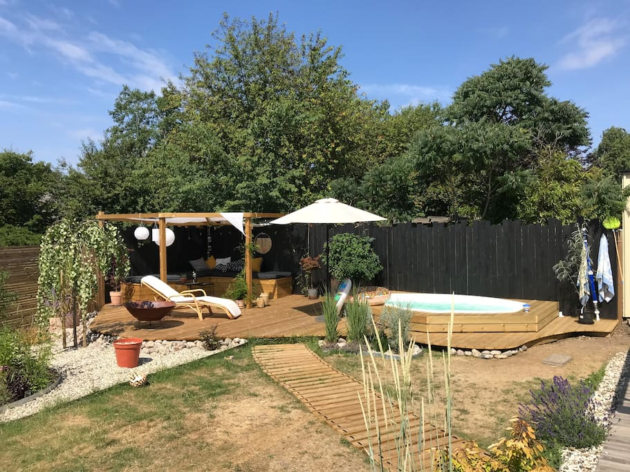 Wonderful terrace with a heated pool used throughout the year.