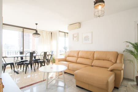 NEW AND CENTRAL. BEACH 5 MINS AWAY. - Benidorm - Appartamento