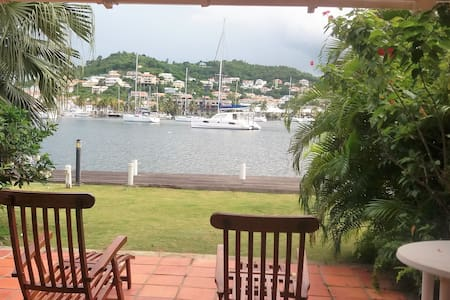 Townhouse near to Beach with tranquil marina views