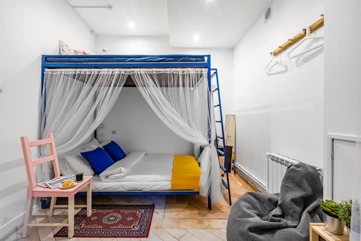 BookCase Eco-Hostel: Entire Room