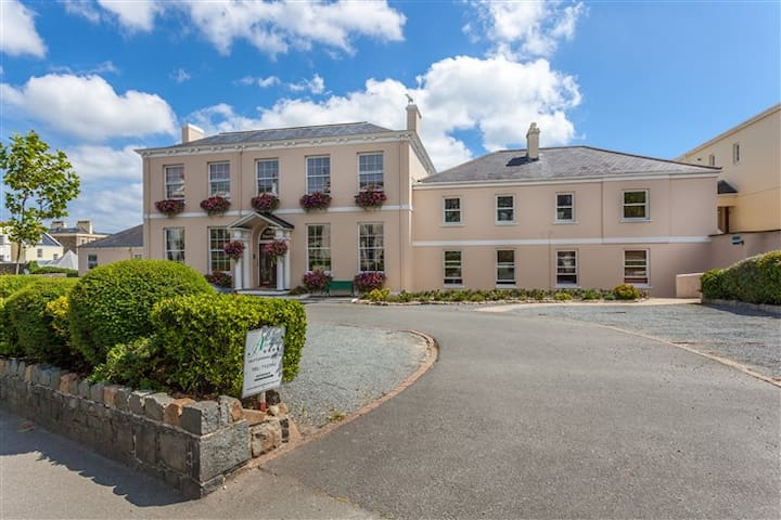 Albany Apartments, St Peter Port, Guernsey - Daire