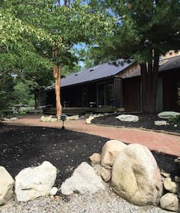 House on Private 30 Ac Fresh Water Pond near Beach - South Kingstown - Haus