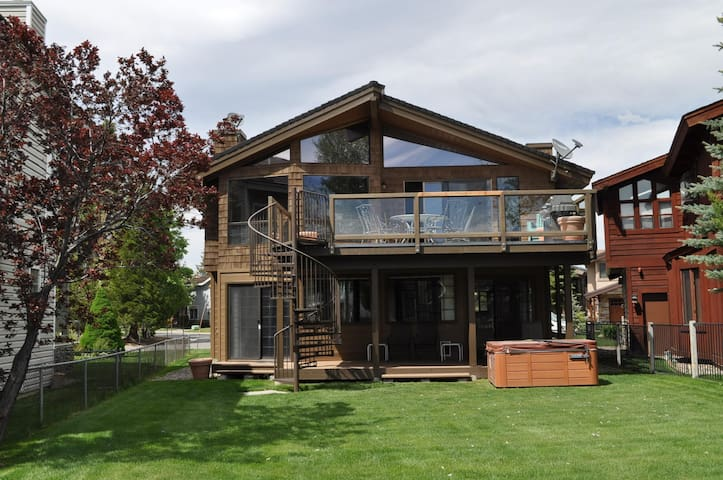 Lillie's Tahoe House w/ Dock, Hot Tub, Pool Table