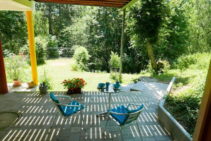 Studio Wien Nähe mit Terrasse mitten im Grünen