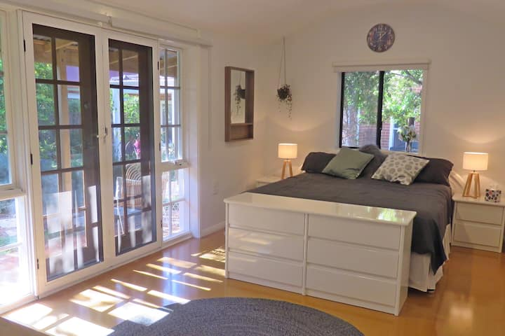 Newly Renovated Private King Studio Near the City
