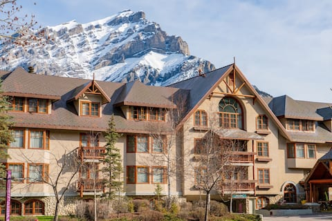 Serene Room in Banff | Views+On-site Hot Tub/Sauna! Steps to Downtown