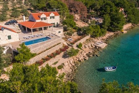 Luxury Seaside Villa Kate with Private Pool