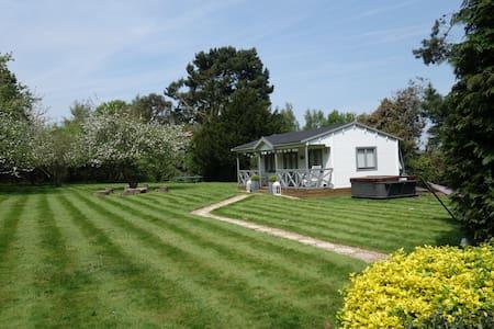 Orchard Summer House - Upscale retreat ⭐️⭐️⭐️⭐️⭐️