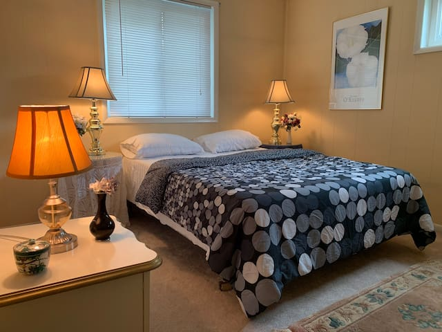 Home Away From Home. Spacious 2 bedrooms ROCKVILLE