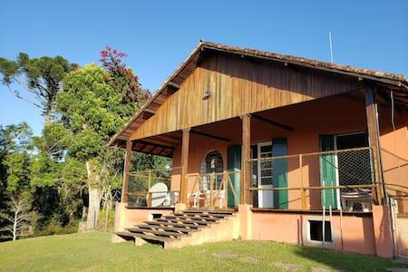 Casa de Campo agradável no alto com vista floresta