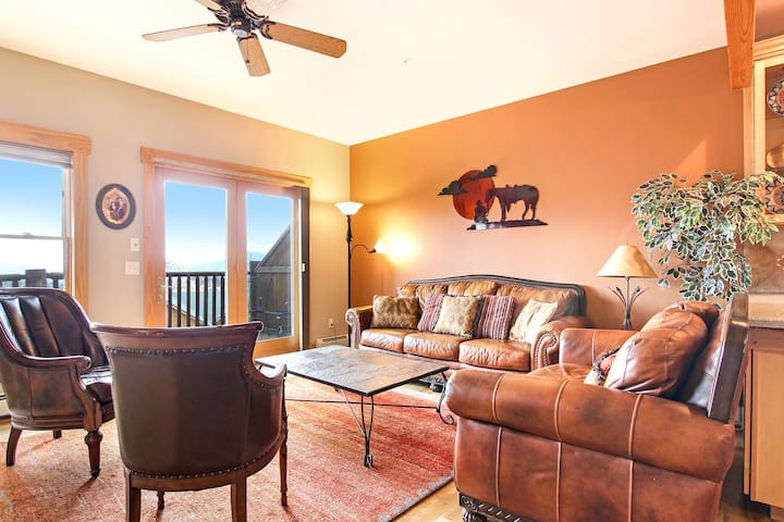 Mount Chapin S4 - 3 Br spacious condo with Marys Lake and mountain views!