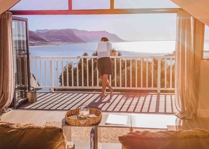 Amazing Mountain + Ocean views in SimonsTown