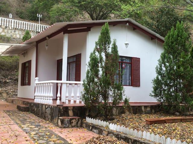 Cabaña en ambiente natural en la montaña - Apulo - Casa de campo