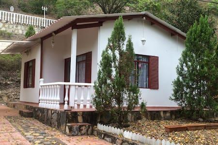 Cabaña en ambiente natural en la montaña - Apulo - Kulübe