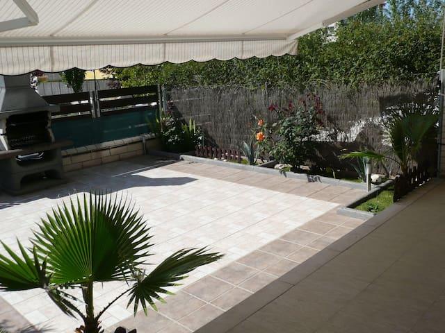 Planta baixa amb pati i barbacoa - Sant Carles de la Ràpita - Apartamento