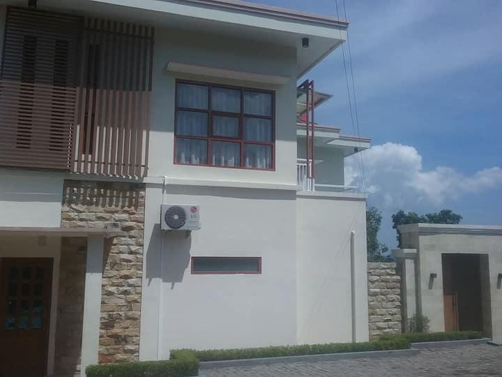 Villa egha