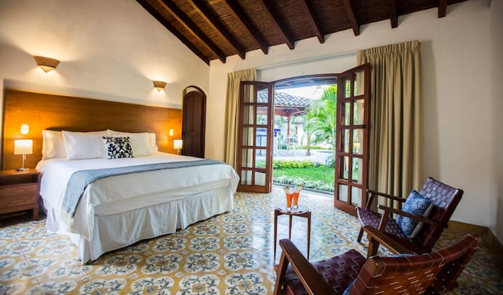 Villa Adela-King Size Deluxe Bedroom