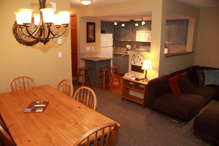 Open and Spacious 3 Bedroom Suite Perfect for Large Groups!