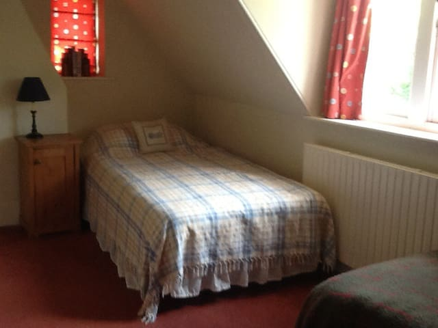 Twin bedded room ideal for children - Piltdown - House