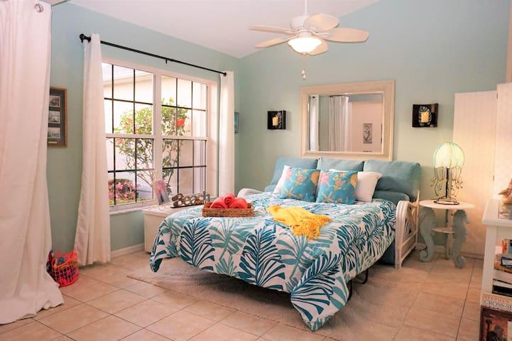 Semi-Private Sofa-Sleeper+Pool+Kitchen+XKLEEN