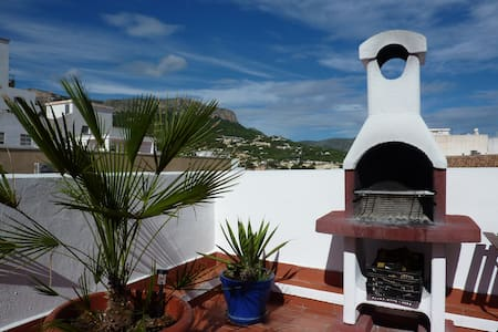 Sunny Penthouse with 33m2 Roof Terrace w/ BBQ in the heart of Calpe - 10mn walk to the Beach - Calp