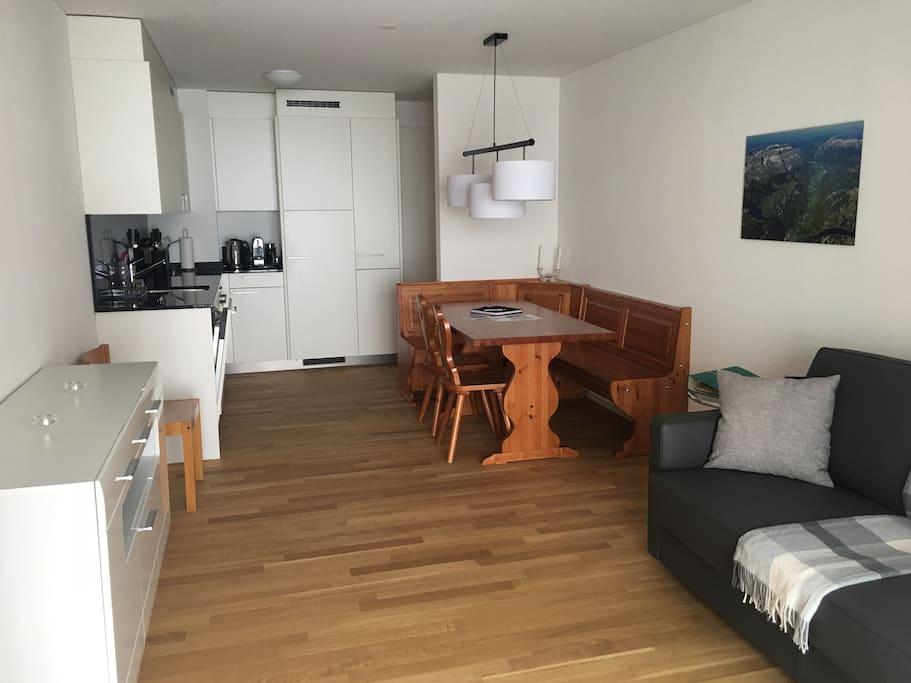 Wohn-, Esszimmer und Küche