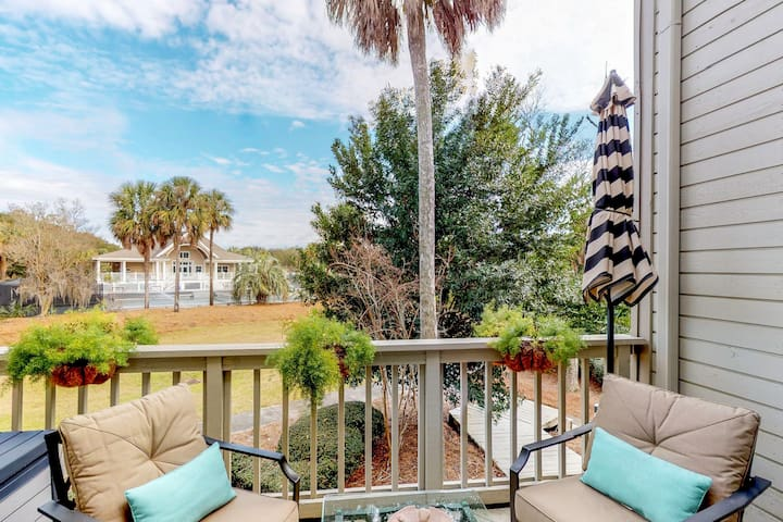 Spacious home w/ shared tennis courts & pool! Fitness room on-site!