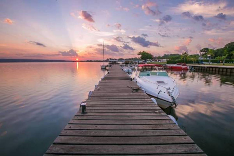Lindo pôr do sol do deck