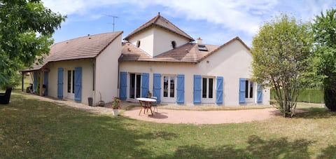 Quiet and warm accommodation, close to Moulins