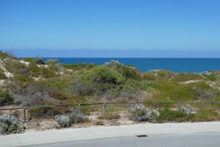 Mitchell's Landing beach retreat - Yanchep