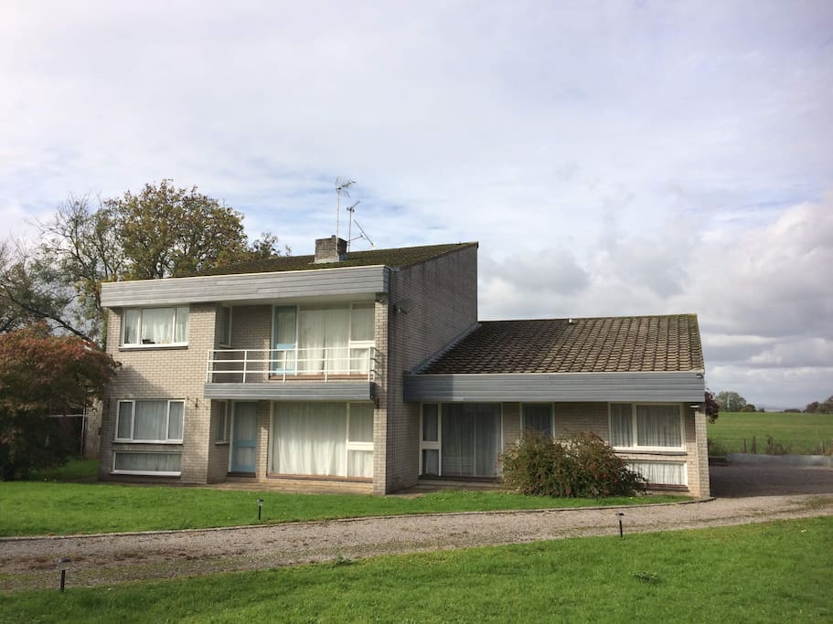 Self-contained accommodation is the single storey on the right.